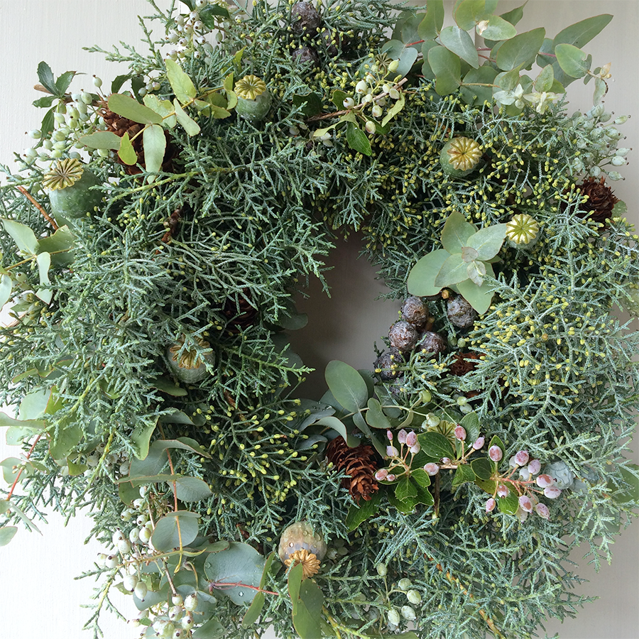 Friday Favourites: The Christmas Spirit Edition // DIY Fresh Christmas Wreath by Green Urban Living