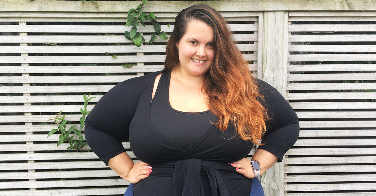Plus size activewear // New Zealand blogger Meagan Kerr wears Active Intent crop top with State of Mind cropped trousers and wrap top