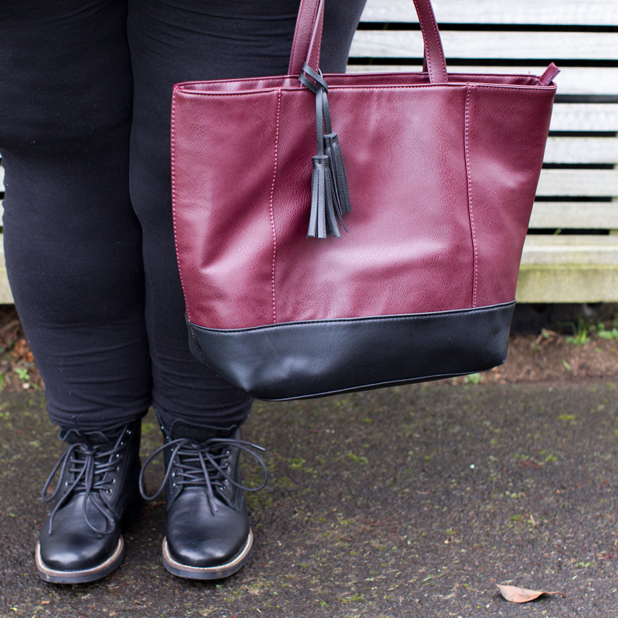New Zealand plus size fashion blogger Meagan Kerr wears Number One Shoes Limited Edition Lecester Boots and Kmart Colour Block Tote
