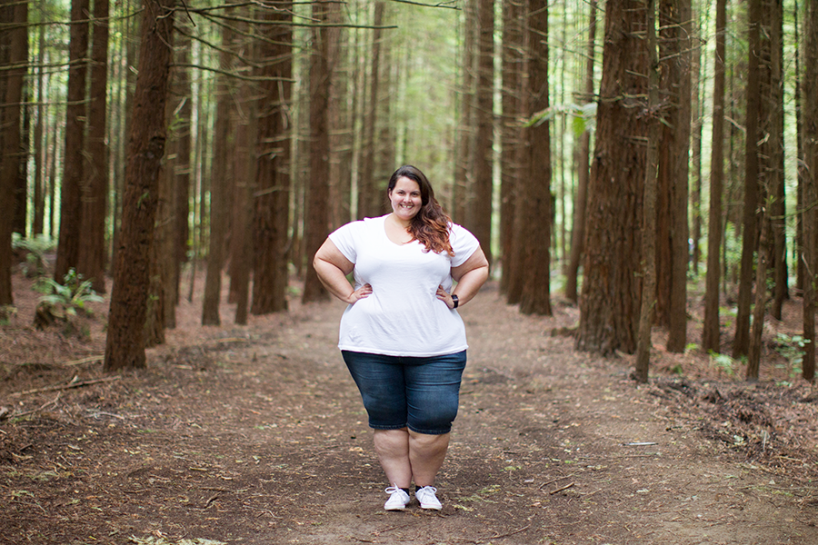 New Zealand plus size blogger Meagan Kerr wears white tee from Torrid and Kate Madison blue denim shorts from The Warehouse