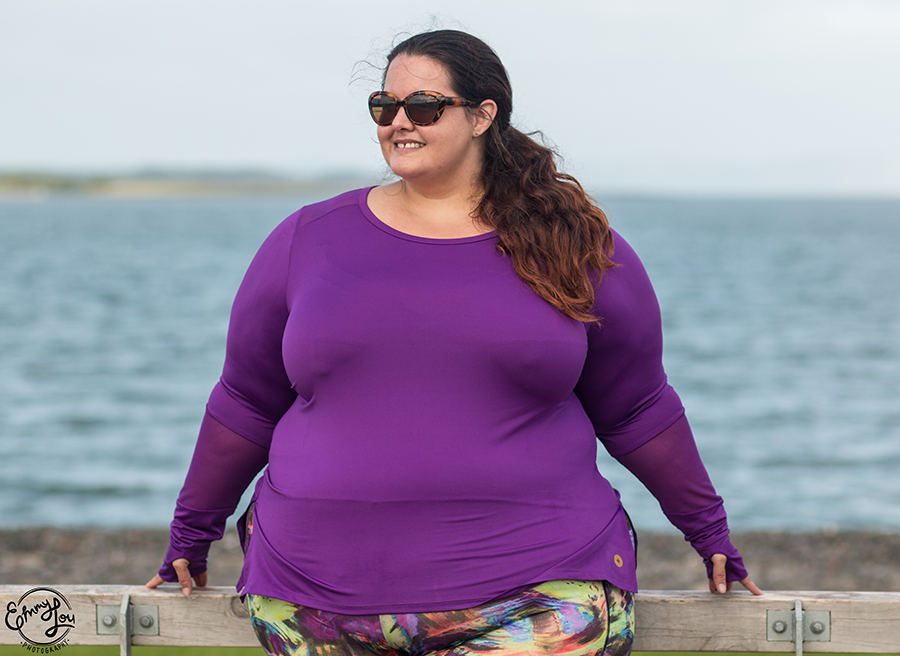 New Zealand plus size blogger Meagan Kerr wears Sonsee Power Long Sleeve Tee and Rainbeau Curves Veronica Print Capris