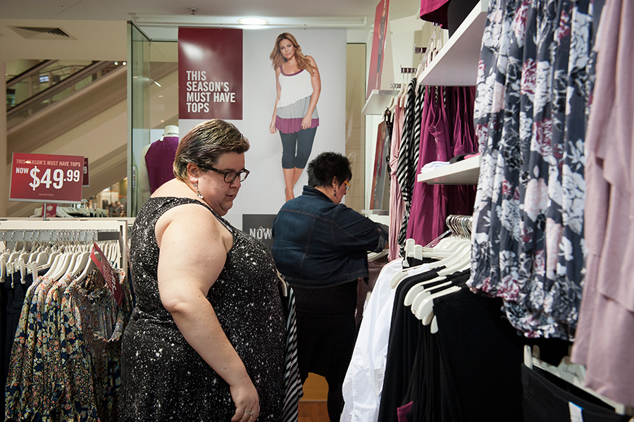 Shopping at plus size outlet stores / Photo by Isaac Brown for Stocky Bodies