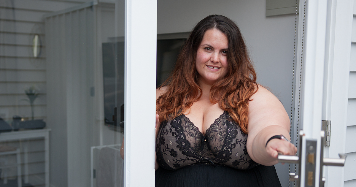 1d9ee7646d8 New Zealand plus size fashion blogger Meagan Kerr wears Elomi Tia bra and  Hips   Curves ...
